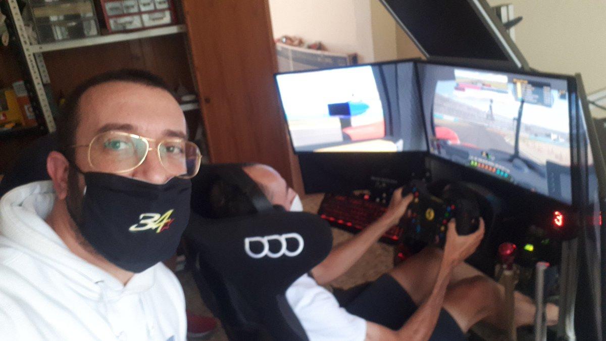 Si les digo que Robert Kubica está entrenando en Mi cockpit😳🤣 las 24h Daytona?   #SimRacing @iRacing #Magia https://t.co/so8fL53gjV