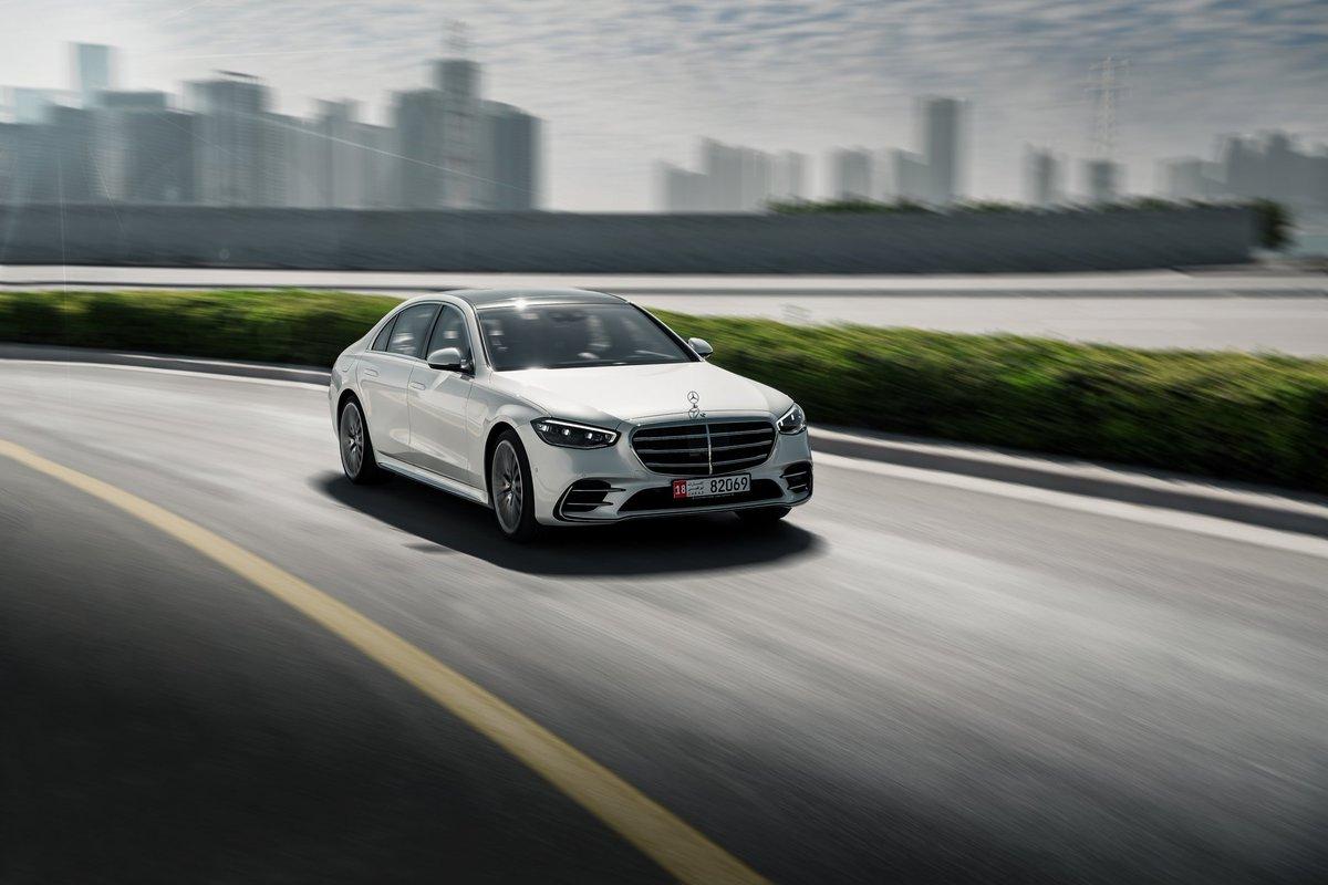 تصميم أنيق يجسّد معنى النقاء الحسي في أحدث أشكاله. .  The benchmark for luxury sedans, to stimulate and soothe your senses. .  #MercedesBenz #MercedesBenzAD #TheBestOrNothing #EmiratesMotorCompany #TheNewSClass #TheNewLuxury #SClass #AlFahim