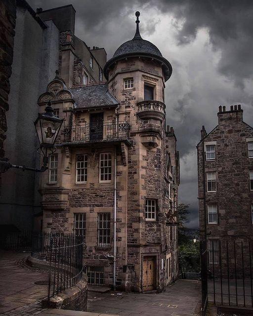The Writers' Museum in Edinburgh, Scotland 📷 viewofedinburgh https://t.co/Mdk9FaOoYs