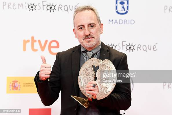 Director David Ilundain poses in the Press Room after winning the Award for Cinema and Education in Values during 'Jose Maria Forque Awards' 2021 at Ifema in Madrid, Spain. More 📸 #Forqué2021 https://t.co/f6DUpXdvey #DavidIlundain @davidilundain https://t.co/lwXhgdKA0u