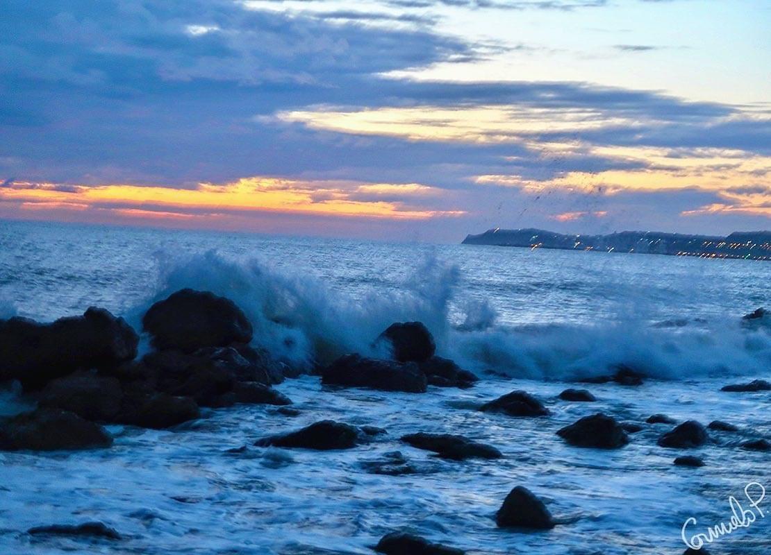 """S. Leone (AG), tramonto al tempo #lockdown. """"Sii sempre come il mare che infrangendosi contro gli scogli, trova sempre la forza per riprovarci"""". (Jim Morrison)  #CarmeloPerone #cp #tramonto #sunset #mare #nature #sky #sea #photography #sun #photo #natura #sole #tramonto #sicilia"""