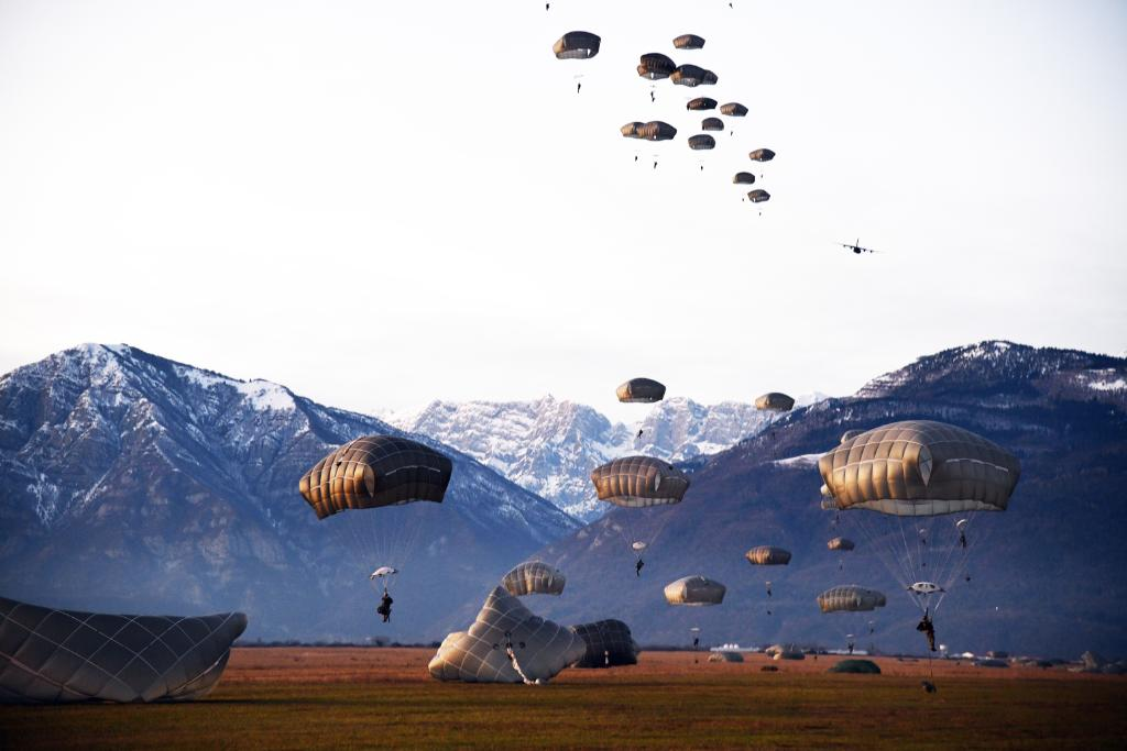 Aerial dropoff. 🪂 @USArmy paratroopers with the @173rdAbnBde jump from a @RamsteinAirBase C-130 Hercules and land at Juliet drop zone in Pordenone, Italy.