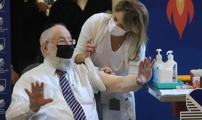 """Former Chief Rabbi of Israel, Yisrael Meir Lau, tested positive for Coronavirus this weekend, after receiving the second vaccine dose. His grandson Yedidya Lau said, Thank G-d, he feels excellent at home with no symptoms."""""""
