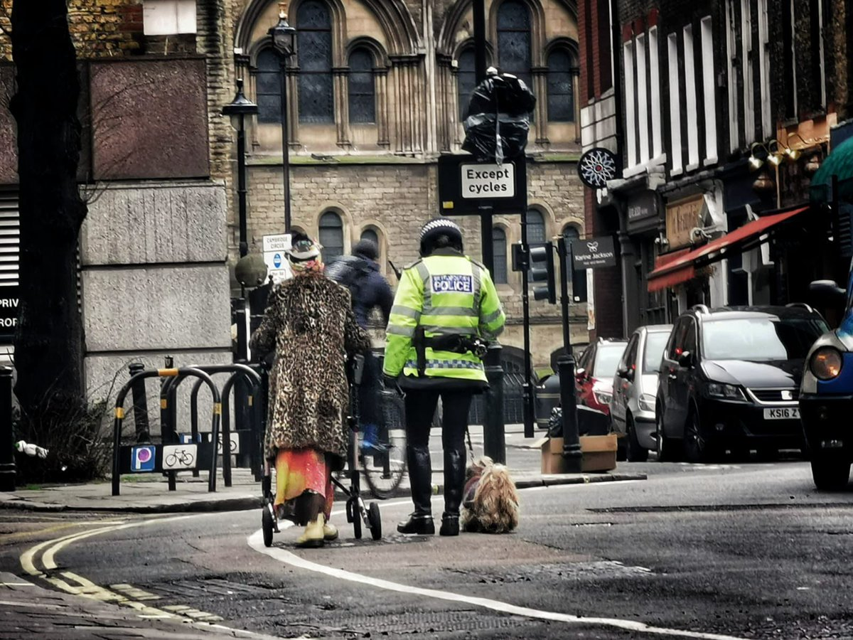 Sometimes we all need a helping hand. Mounted branch swapped a horse for a dog yesterday to make sure this elderly lady got home safe after a fall in the street #mountedbranch #NotJustCrime #coventgarden ^424co