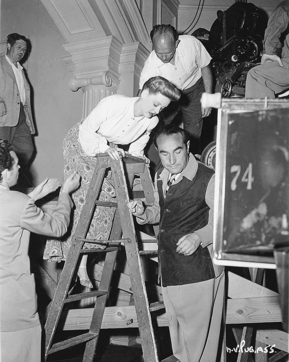 Birthday remembrance - director Irving Rapper, pictured with Bette Davis behind the scenes of NOW, VOYAGER (1942) #botd #BehindTheScenes