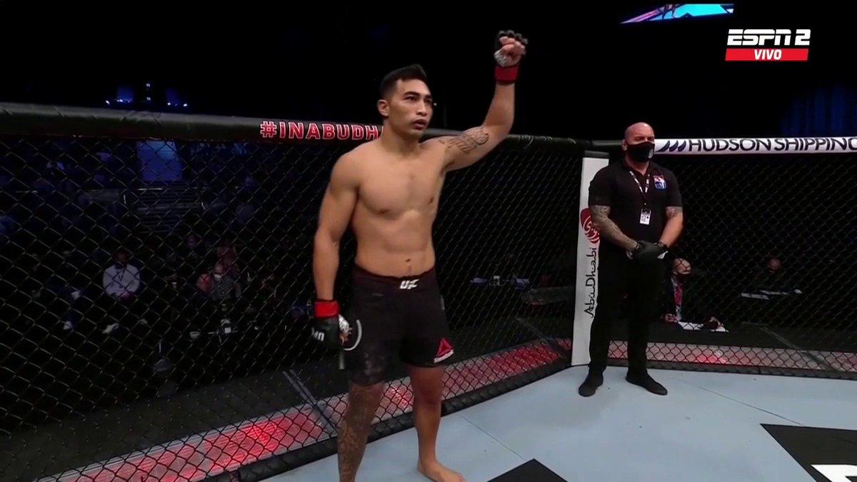 ¡Arranca el Main Card de la velada de #UFCFightIsland7! En el peso mediano, Soriano vs. Todorovic en el octágono, en vivo por #ESPN 2. Atención Argentina que ya se viene Santiago Ponzinibbio... #ESPNKnockOut.