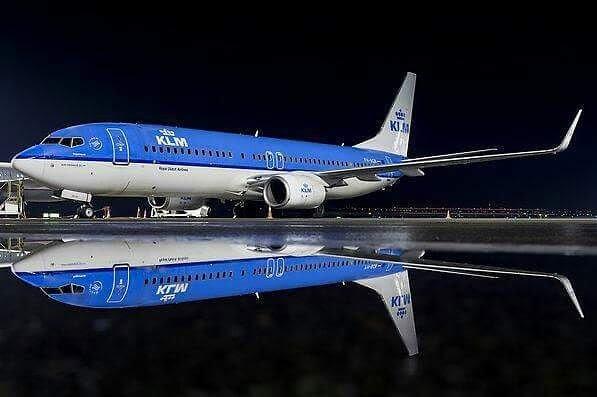 """Mirror, mirror on the wall"" #shine #blue #AvGeeks ✈ #737"