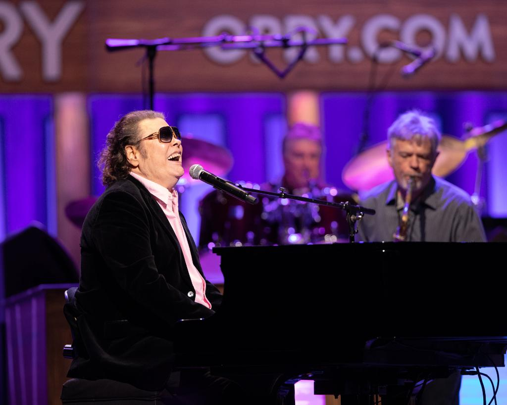 Wishing Opry member @ronniemilsap a very happy birthday today!