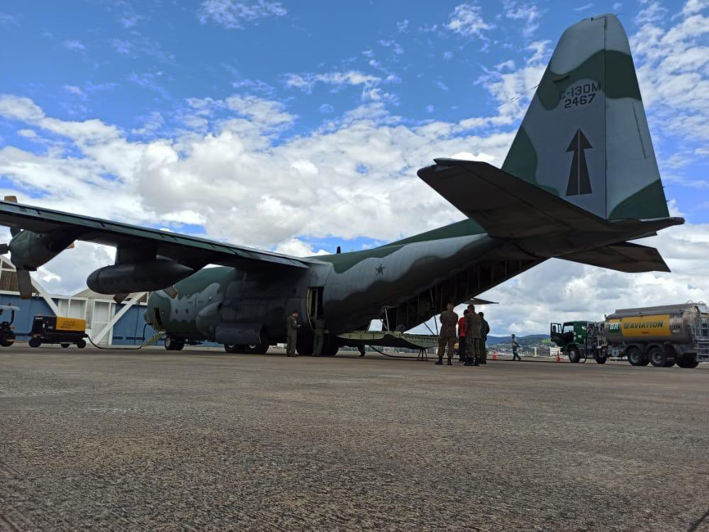 #OperaçãoCOVID19 Hoje (16/01), um C-130 da #FAB decolou de Guarulhos/SP, às 12h53, transportando duas usinas de oxigênio constituídas por compressores de ar para Parintins/AM. A FAB permanece empenhada em sua missão. @DefesaGovBr  #FAB24hNoAr #COVID19