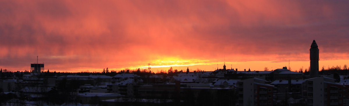 #Sunset #view today from our balcony in #Tornio #Finland to #Haparanda #Sweden.   #lapland #lappi #norrbotten #winter #sky #clouds #tornionjoki