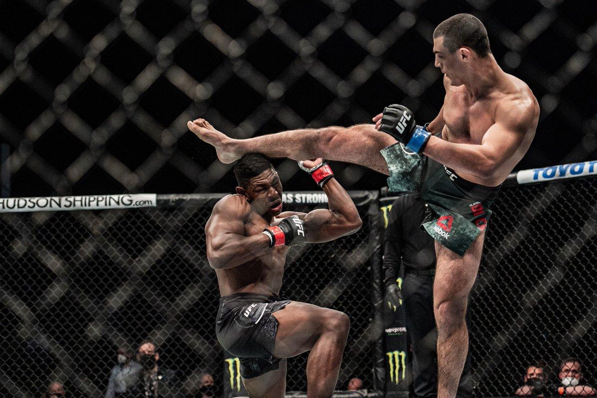 Qu'est-ce que ça doit faire mal #UFCFightIsland7