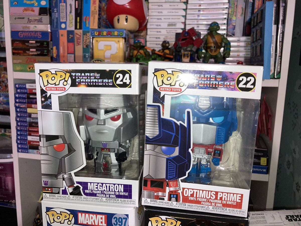 Late Christmas presents from my wonderful wife @CJ8509 (delayed because of COVID) direct from @popcultcha these are gonna look great in my ever growing #FunkoPops collection 👍😁 #Transformers #OptimusPrime #megatron #Funko