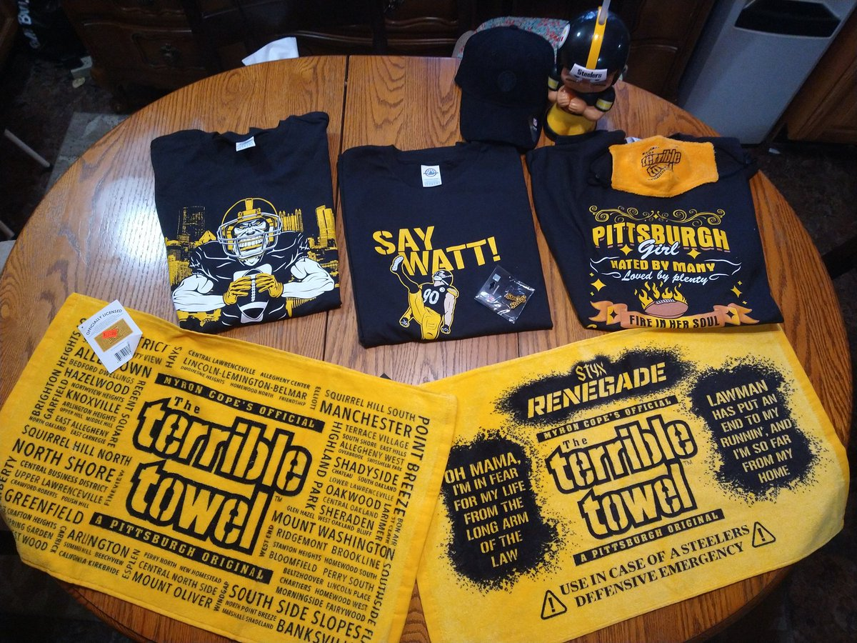 While in Pittsburgh had to stop at @defyoupitt, this place is awesome for a Pittsburgh sports fan. They have a huge #Steelers selection! Can't wait to go back to pickup some #Penguins gear!