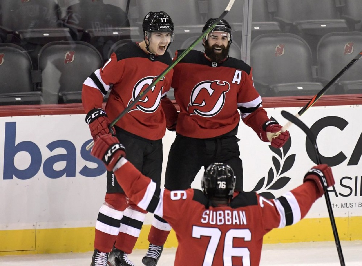 Egor Sharangovich scored his first @NHL goal in the final seconds of overtime to propel @NJDevils to a 2-1 victory over @NHLBruins on Saturday. Full report:   #NHLBruins 1 #NJDevils 2  #NHL #BOSvsNJ #nhldk #dkmedier #sport #news