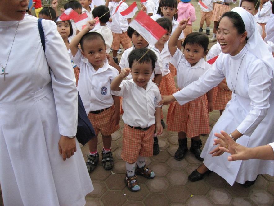 #FelizAnoNuevo Todavía hay tiempo para traer esperanza a #solounomas niño en las misiones como estos en #Tailandia con #Missio - haga clic aquí: