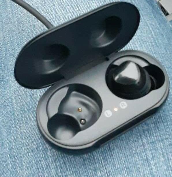 #galaxybuds #wirelessheadphones #IHaveCatsWhoChewCords