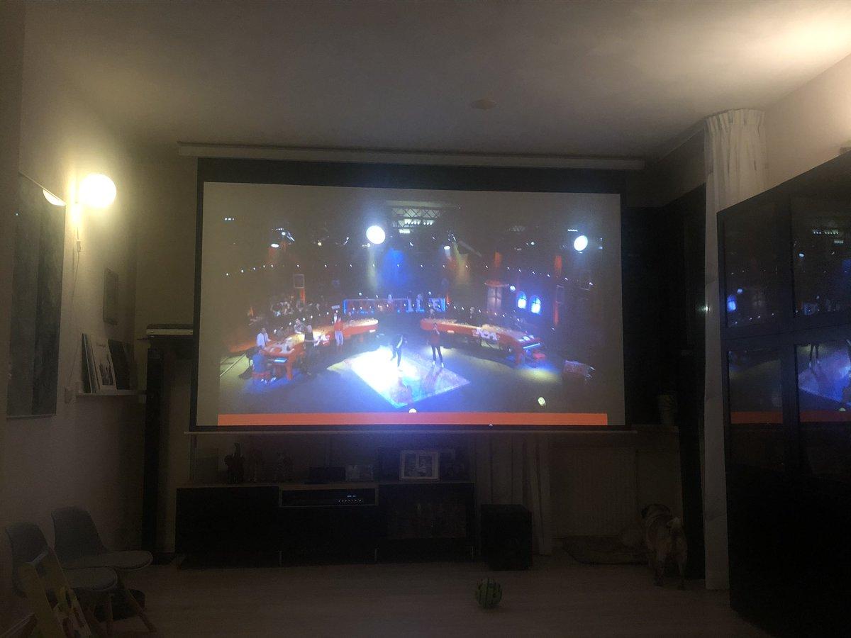 Lekker vrienden van amstel live gekeken op ons 3 meter scherm, mag volgend jaar wel weer uitgezonden worden. #VriendenVanAmstel https://t.co/btK2UPPKU7