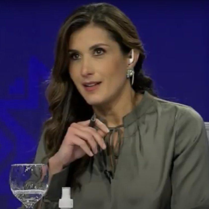 Replying to @CMVeraH: #DebatePresidencial2021 La cara de Ruth del Salto después de la intervención de Yaku. 😆
