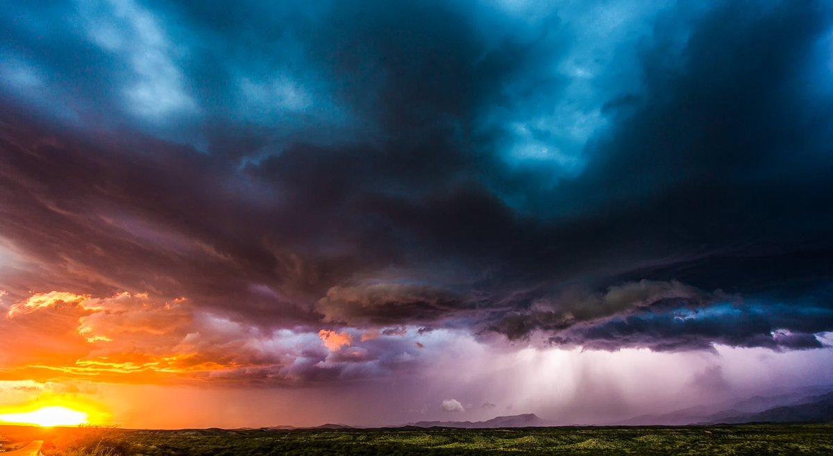Tucson sunset swirl, Sept 2, 2018.  #azwx #stormhour #tucson