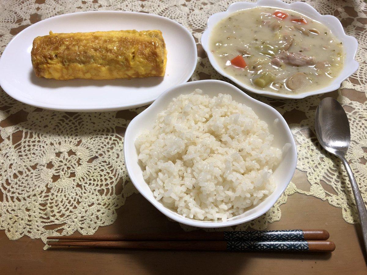 今週から栃木県にも出された緊急事態宣言に伴う外出自粛の為、タナゴ釣り🎣も自粛。 という事で今朝はのんびりと厚焼き玉子を焼いてシチューと一緒に朝ご飯😋 ここ何ヶ月か日の出と共に釣り場にみたいな休日だったから、久しぶり😊 https://t.co/5PKitTIZzs