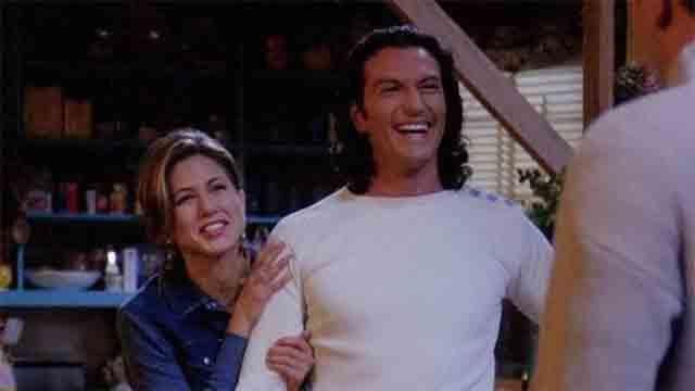 Visto ya el último episodio de #30Monedas   Por cierto, me he quedado flipado cuando me he enterado que @comaxfusco (el sacerdote Ángel) era el novio italiano de Rachel en Friends 😆