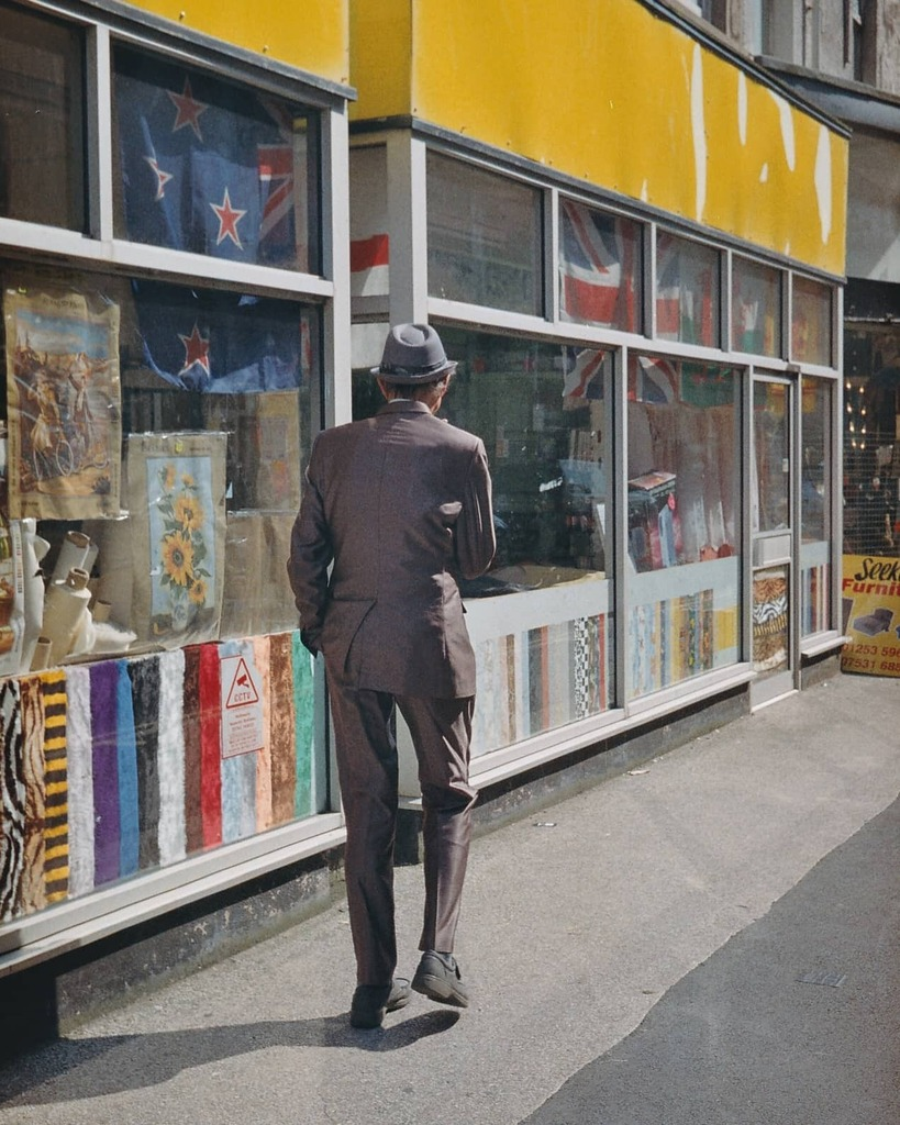 Smooth...... #film #FilmsNotDeadItJustWontDie #kodakgold200 #canonae1 #shootfilmstaybroke #peopleInPlaces #Blackpool #streetclassics #documentingbritain #urbanphotography ##igdaily #ordinary #mundane #banal #instagramhood #ftt