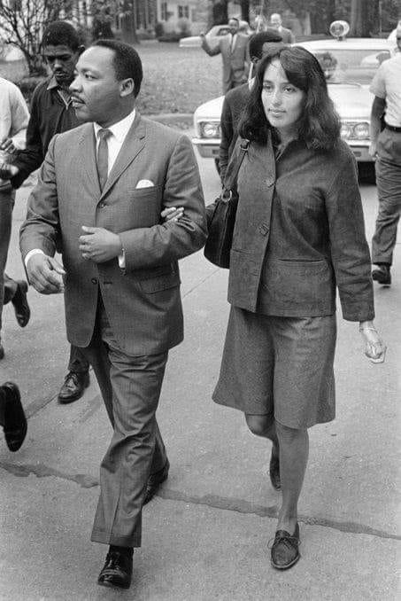 Martin Luther King y Joan Baez https://t.co/jFTOxu8kNf