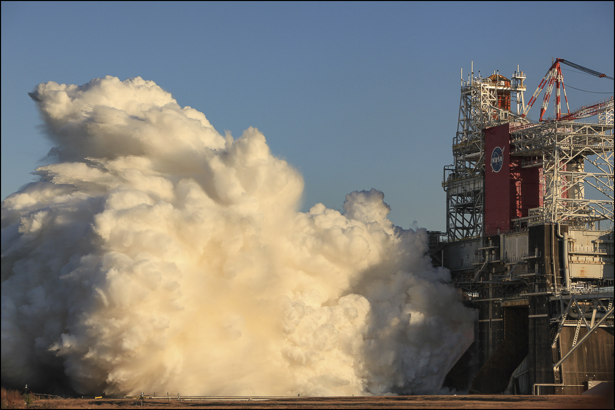 Today, @NASA, @BoeingSpace, and @AerojetRdyne held the Green Run hot fire test.   Take a look at the imagery we captured of all four RS-25 engines of @NASA_SLS firing simultaneously at @NASAStennis. 📷