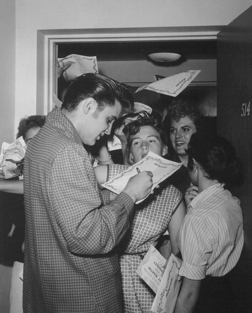 """When speaking about his fans, @ElvisPresley would say, """"without 'em, l'd be lost.""""  #elvispresley #fans #Autograph #king #icon"""