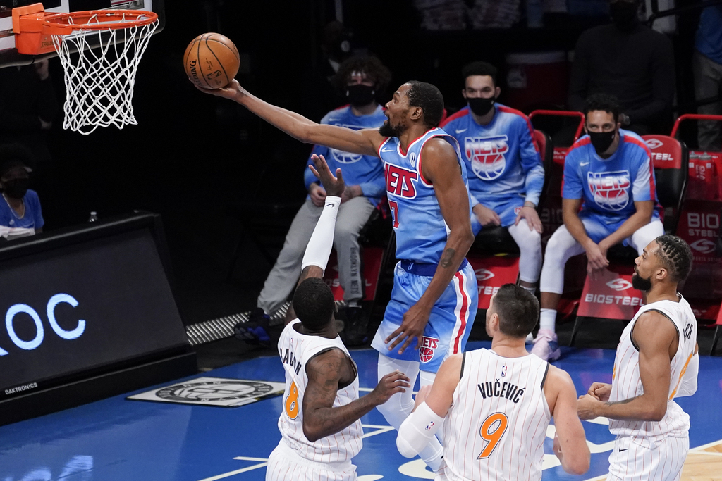 Kevin Durant is the 3rd different player age 32 or older to average 30 PPG through his first 10 games of a season, joining Elgin Baylor (2x) and Wilt Chamberlain.  This is the first time that Durant has averaged 30 PPG in the first 10 games of a season in his career. https://t.co/kFrxBM1nTJ