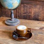 Image for the Tweet beginning: 🌟メニュー紹介🌟「#カフェラテ」  #蓮月オリジナルブレンド を使ったエスプレッソは ミルクとの相性も抜群! ブレンドコーヒーと1、2を争う人気メニューです。  #古民家カフェ蓮月 #古民家カフェ #古民家 #蓮月