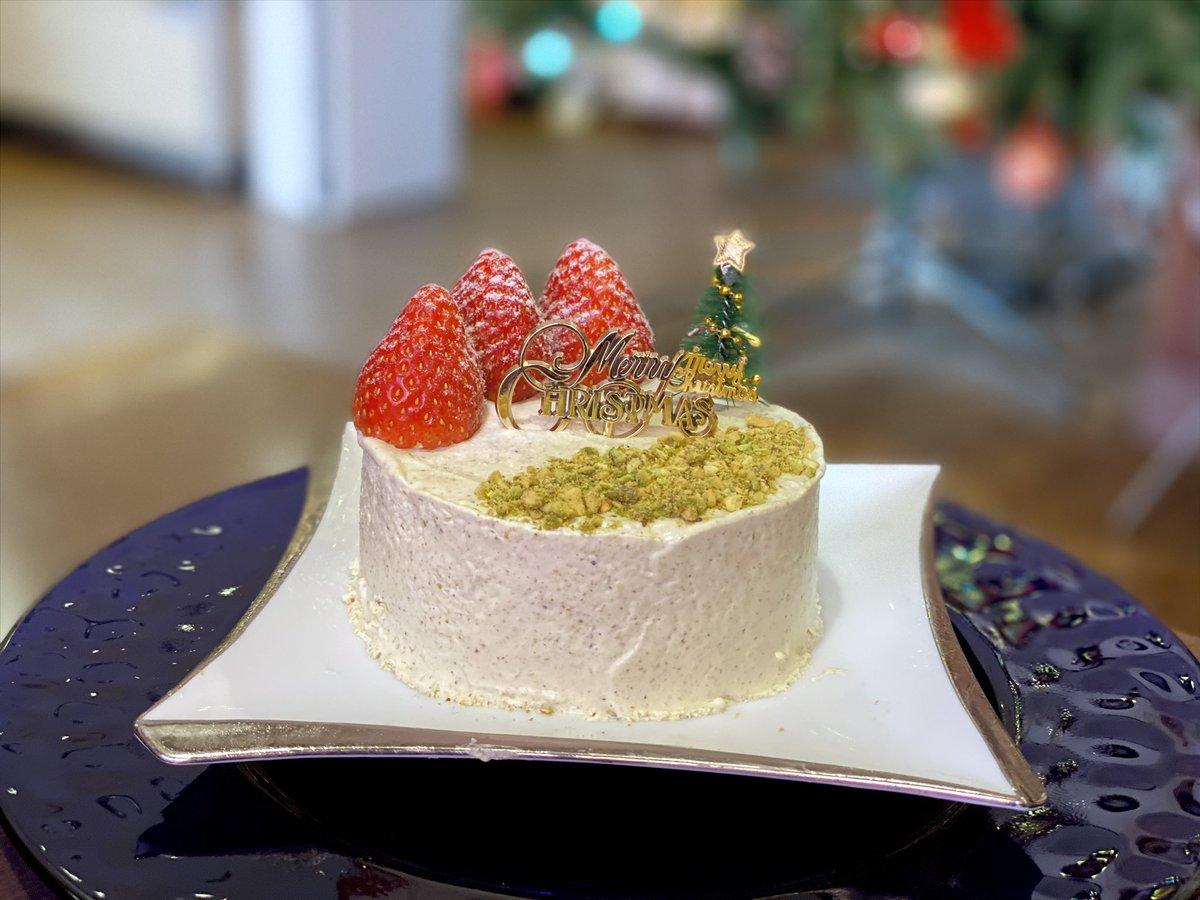「Merry Christmas ホールII(ピスタチオ、いちご、チョコムース)」 . #shavedice #shaveice #sweets #sweet #xmas #christmas #かき氷 #おやつ #ごはん #クリスマス