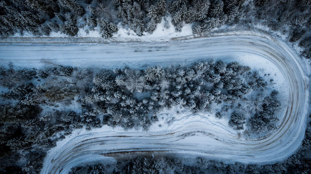 Views from Wells Gray Park. Hope everyones having a great weekend!        #nature #outdoors #drone #photography #dronehour #yourawesomepics #winter