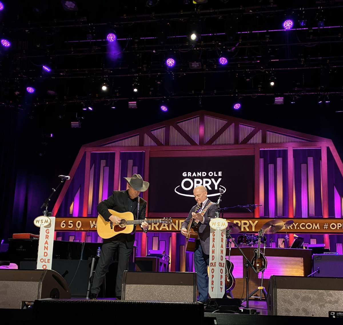 ".@DaileyVincent treating us to ""Hills of Caroline"" tonight ✨ #OpryLive"