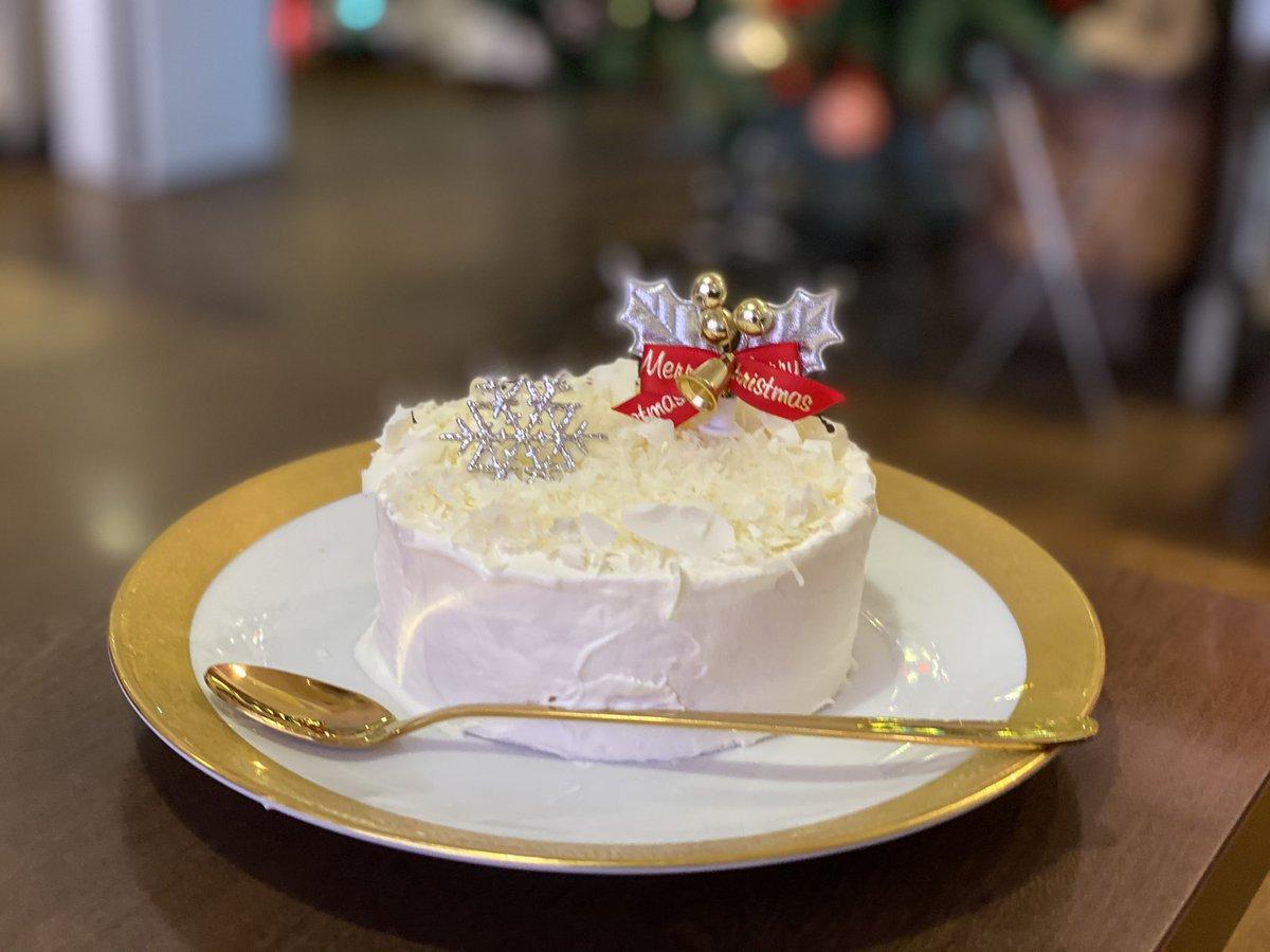 「Merry Christmas ホールIIII(ミルクセーキ、ホワイトチョコ、パルミジャーノ.レジャーノ、レアチーズムース、ラムレーズン、バナナ)」 . ラムレーズン、バナナ抜き . #shavedice #shaveice #sweets #sweet #xmas #christmas #かき氷 #おやつ #ごはん #クリスマス