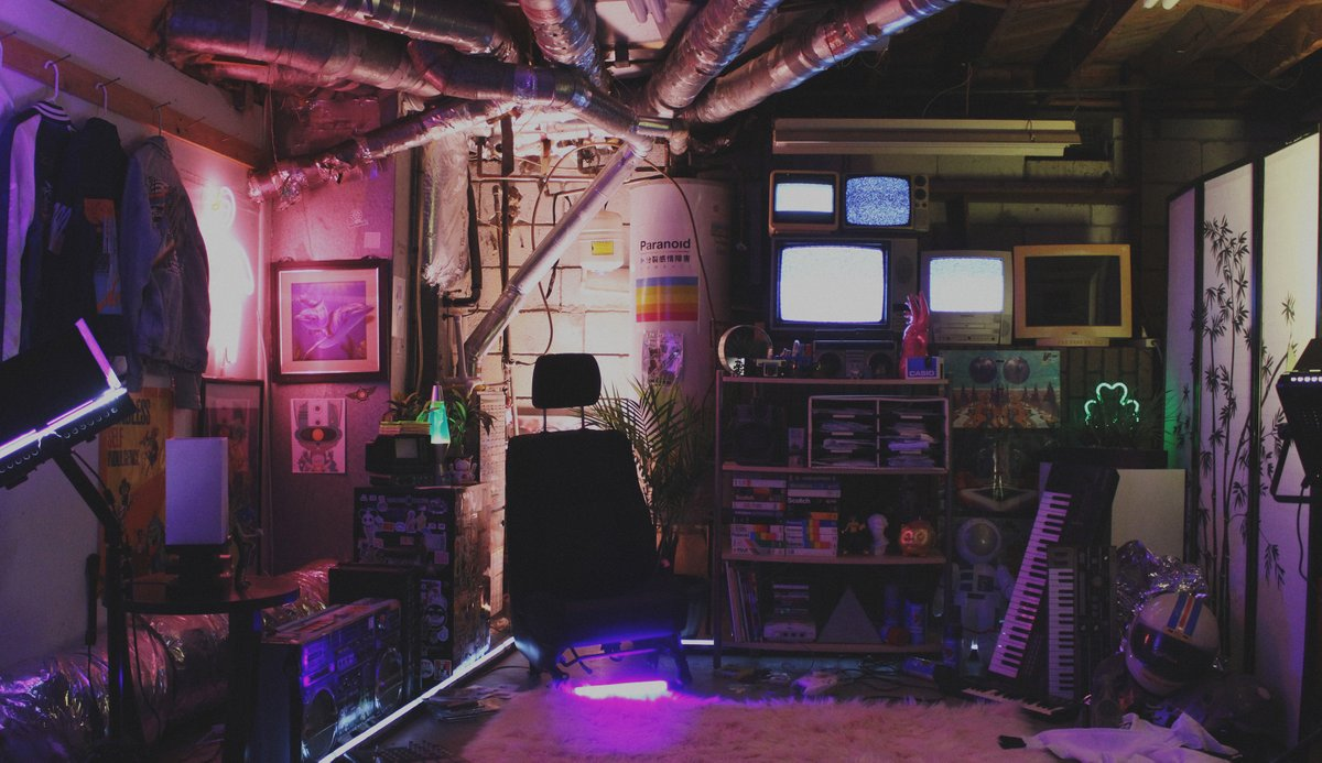 sets finished, shooting tomorrow ✨ #room #gorillaz #jetsetradio #VCR #dreamcast #VHS #msi #design #art #animated #jsrf #80s #90s #y2k #2000s #LA #y2kaesthetic #spaceage #cyberpunk #scifi #retrowave #neon #synthwave #outrun #readyplayerone #movieset #newretro #newretrowave #pink