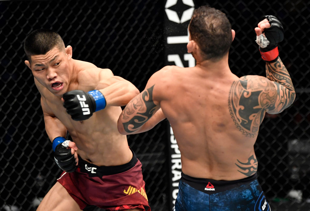 🇨🇳🥊Chinese fighter Li Jingliang @UfcJingliang defeated Argentine Santiago Ponzibbio in the first round via KO (punch) at #UFCFightIsland7 Li earned his 10th victory in #UFC after he ended Ponzinibbio's winning streak at welterweight. @danawhite