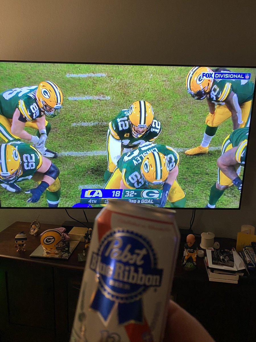 Day 243. Victory formation. Great win for the Pack. #GoPackGo Let's do it again next week. #NFCChampionshipGame #pabstadayforayear2 @MilwaukeeJerky