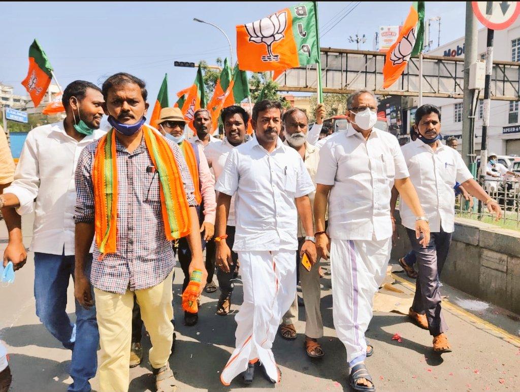 As per our State President  Shri @Murugan_TNBJP  and our State general secretary organisation  Shri @KesavaVinayakan  Advise   With Central Chennai East Bjp   karyakartas we paid respect to puratchi thalaivar MGR statue today. @BJP4TamilNadu @CTRavi_BJP @ReddySudhakar21