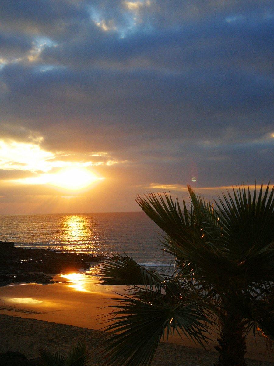 Beautiful Sunday's sunrise full of hope #sunrise #sundayvibes #hope #nature #Lanzarote