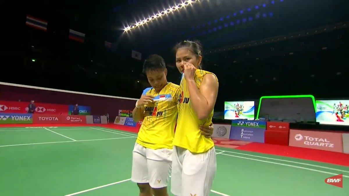 HISTORY FOR INDONESIA!!  Untuk pertama kalinya dalam sejarah Superseries Premier atau Super 750/1000, Indonesia berhasil memenangkan gelar Ganda Putri!  Selamat untuk Greysia Polii dan Apriyani Rahayu!!  #YonexThailandOpen