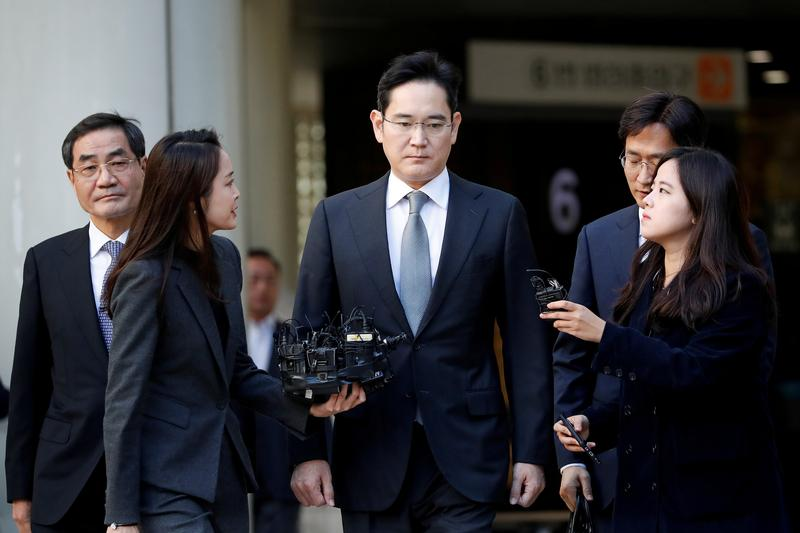 Samsung's Jay Y. Lee on cusp of stepping out of father's shadow