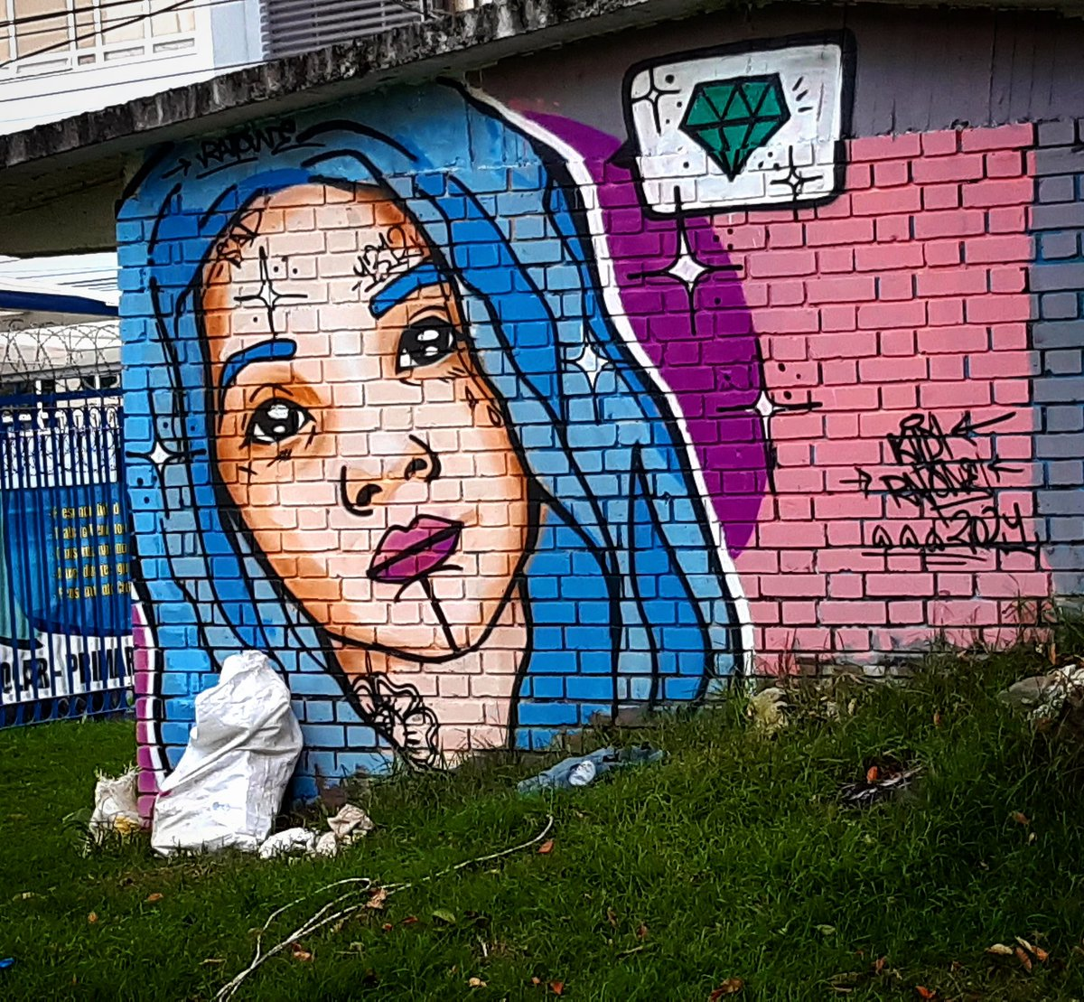 Domingo  . . #Colombia #Bogotá🇨🇴 #StreetArt #artecallejero #graffiti #urbanart #arteurbano #graffitiart  #streetarteverywhere #mural #artemuro #wallart #contemporaryart #streets #uniquestreets #artdisplay #photography  #delacalle #streetartphotography  #androidphotography 🚷