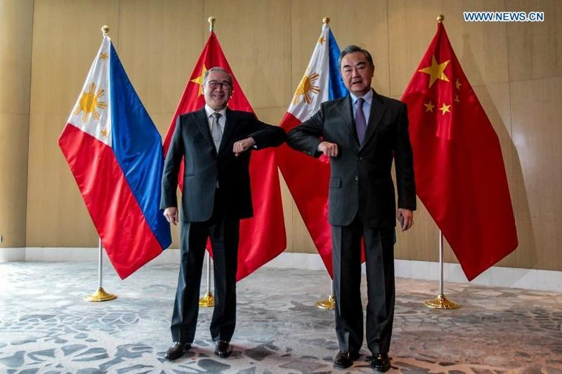 Chinese State Councilor and Foreign Minister #WangYi and Philippine Foreign Secretary Teodoro Locsin vowed here Saturday to strengthen bilateral #cooperation on anti-pandemic efforts and economic #recovery. #China #Philippines      More: