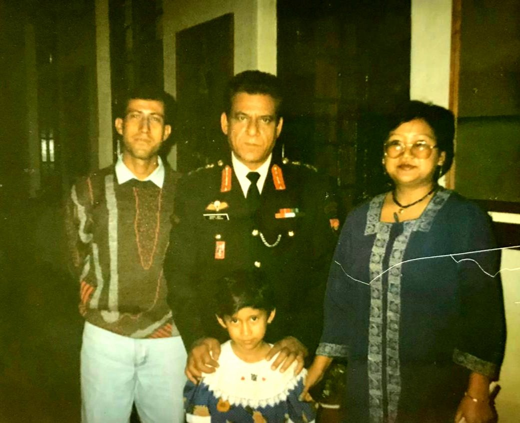 """Civilian in uniform, Military man in civvies! #throwback 1996, on a Sunday dad caught up with actor Om Puri playing Colonel in film Pukar💕 Dad said, 'You're looking smart' & he replied 'NO sir, this uniform is looking smart""""😍😍 @AnilKapoor @MadhuriDixit @adgpi #shoot #nilgiris https://t.co/qsXf7UFQmL"""