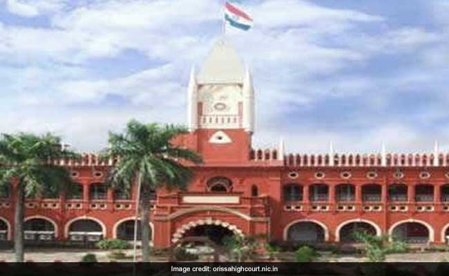 Replying to @ndtvfeed: Orissa High Court Asks Woman To Hand Over Baby To His Father
