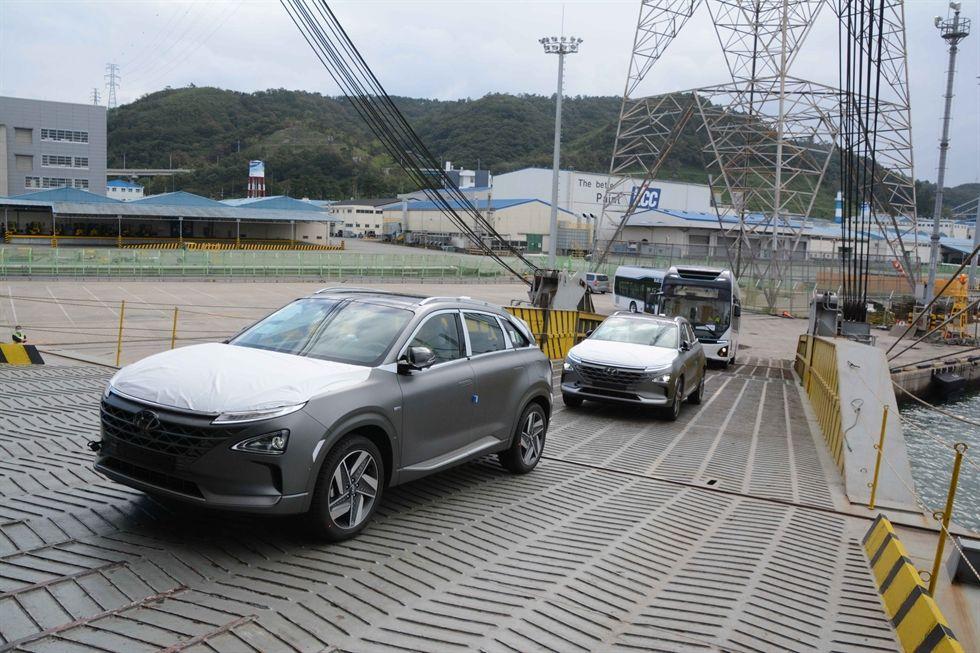 هيونداي تصدر أولى السيارات الهيدروجينية للسعودية https://t.co/bNcC660sNM @Hyundaiwallan @Hyundai_ksa @Hyundaisaudi @HyundaiMEA https://t.co/sFpwOsmalg