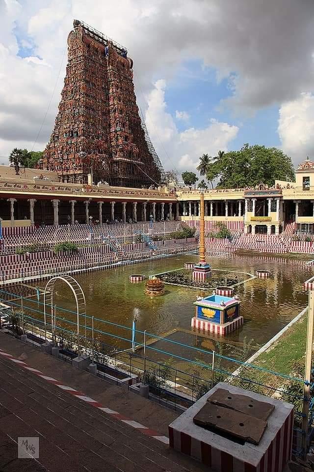 मीनाक्षी अम्मा मंदिर!! #यह_मंदिर_देवराज_इंद्र_ने_बनवाया_था करोड़ो साल पहले ,मीनाक्षी अम्मा मंदिर - इसी मंदिर में शिव  विवाह हुआ था मीनाक्षी मंदिर, मदुरई - जिसके आगे दुनिया की प्रत्येक सुंदर से सुंदर चीज कुछ नही.. #thread