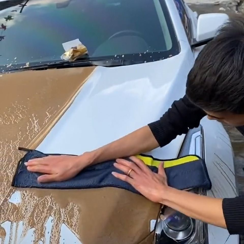 It can wash and dry the entire car.🚗After use, the towel will leave a polished surface without streaks.⛅💦  🔥Get It Now!👉