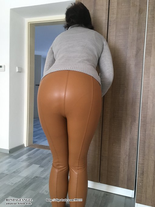 Yesterday Saturday I wore my cinnamon leather leggings again. https://t.co/rqjVRV2c91